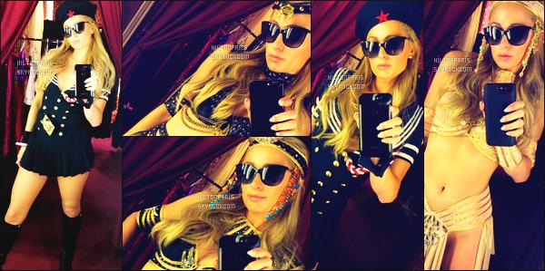 """--------------------------------------  """"""""RESEAUX SOCIAUX"""""""" Découvrez les dernières photos de mlle Paris toujours  actif sur Instagram ou Snapchat.  Octobre 2017 -     Photos de la princesse Paris dans une boutique essayant des tenues pour Halloween. J'adore beaucoup. Elle est   belle. --------------------------------------"""