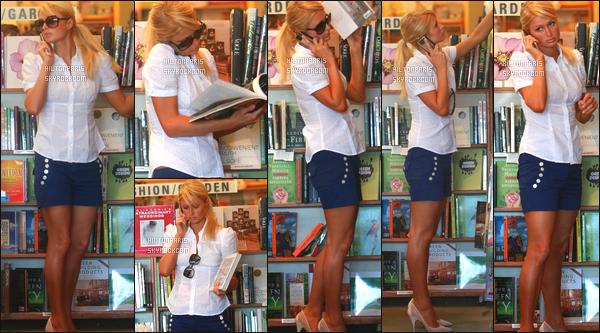 ------- 16/08/07: Notre sublime  Paris Hilton  photographiée seule vue entrain de faire du shopping - dans Los Angeles. Gros top pour cette tenue, même si c'est assez simple, j'adore assez cette mini jupe en jeans. La princesse Paris est vraiment au top. -------