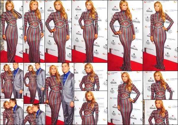 ------- 15/11/17:   La princesse Paris Hilton photographiée assistant à un grand gala pour une fondation  -  à  New York.  Elle est toujours accompagnée de son amoureux Chris. J'aime moyen la tenue, je trouve la longueur trop longue. Top sa mise en beauté.     -------
