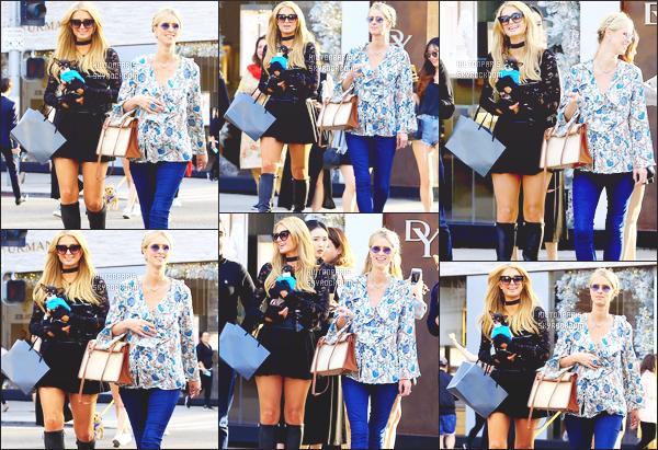 ------- 20/11/17:  Jolie  Paris Hilton entrain de faire du shopping dans la journée avec sa s½ur Nicky Hilton - à New York. Elle est trop mignonne Paris dans la petite tenue toute simple, la  tenue lui va tellement bien, je lui met un gros top.  Je suis assez fan.       -------