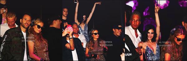 ------- 09/12/17: Notre magnifique   Paris Hilton   photographiée mixant à la grande soirée de « Art Basel »  dans Miami.  J'aime la tenue doré,  je suis désolé qu'on ne voit pas la tenue complete de la princesse Paris. C'est une robe je pense. Top ses cheveux.  -------