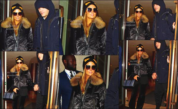 ------- 20/12/17: Notre merveilleuse  Paris Hilton   photographiée quittant son hôtel  avec son amoureux Chris -   Londres.  Bon c'est une tenue simple je lui accorde un bon top pour cette grosse veste. J'adore beaucoup, j'aime ses lunettes de soleil. Petit top. -------