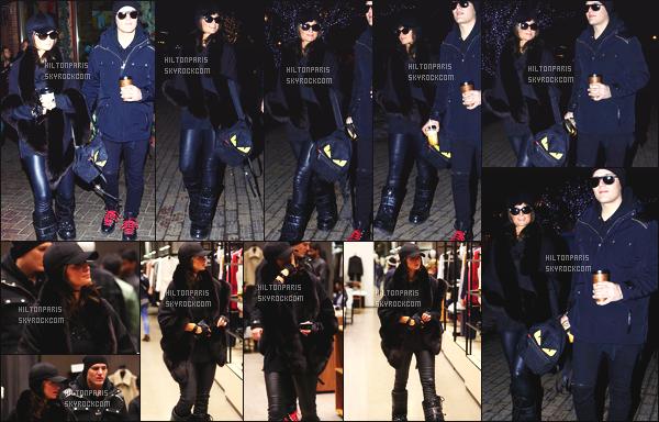 ------- 02/01/18: Merveilleuse  Paris Hilton   photographiée dans la soirée avec son fiancé Chris dans les rues de  Aspen.  Paris Hilton est d'humeur à ce faire brune, elle nous a sortie la perruque brune courte que j'aime assez, je trouve que cela lui va trop bien. -------