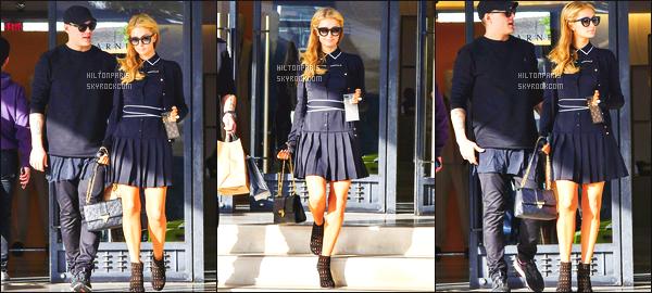 ------- 07/01/18:  Paris Hilton   photographiée faisant  du shopping avec son cheri Chris dans la journée - à Los Angeles.  J'aime beaucoup cette tenue de robe courte qui lui va trop bien. Elle est vraiment trop jolie.  J'aime beaucoup ses lunettes de soleil. -------