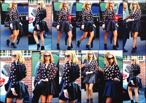 ------- 18/01/18: La princesse Paris Hilton photographiée entrain de faire du shopping dans la journée -   à Los Angeles.    Je suis trop amoureuse de cette tenue c'est tout à fait le style de Paris que je suis totalement fan. Je suis  fan de cette jupe et du haut.  -------