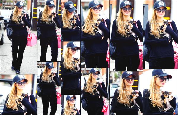 ------- 19/01/18: La princesse Paris Hilton photographiée entrain de faire du shopping dans la journée -   à Los Angeles. Gros top pour la  tenue noire, j'aime tellement la tenue. Même si c'est une tenue simple je suis trop fan cela va bien à miss Paris. J'adore.  -------