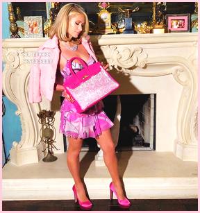 7ccedecdb2 Lisez notre interview exclusive ci-dessous et découvrez nos photos du sac,  ainsi que quelques exclusivités que Paris Hilton a prises pour nous.