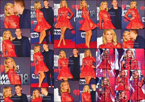 ------- 10/03/18: Mlle Paris Hilton photographiée assistant à la grande cérémonie des « iHeartRadio » -  à  Los Angeles. J'aime beaucoup cette robe, elle est tellement sublime notre Paris. J'adore trop la couleur rouge. Elle est tellement   top. J'adore le rouge.  -------