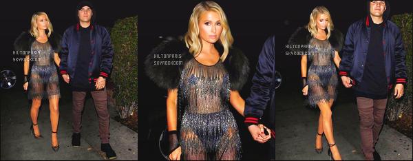 ------- 15/03/18: Sublime Paris Hilton photographiée  avec son fiancé Chris en promenade dans les rues de  Los Angeles.   Cette robe est vraiment   sexy et original. Je suis   fan de cette tenue. Cela lui va vraiment bien. Gros top aussi pour cette veste en fourrure. -------