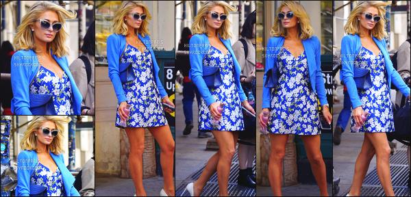 ------- 22/04/18:   La jolie Paris Hilton    photographiée durant l'événement de  « Beautycon » dans la journée  -      New York.  (+) Des photos avec des fans durant ce moment. Gros top pour la tenue. Je suis   fan de cette robe fleurie. Top pour ses cheveux court.  -------