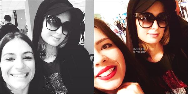 """--------------------------------------  """"""""RESEAUX SOCIAUX"""""""" Découvrez les dernières photos de mlle Paris toujours  actif sur Instagram ou Snapchat. Juin 2018 -  Quelques photos de  la jolie Paris Hilton     vue avec une fan à un aéroport. J'adore beaucoup ses lunettes de soleil. Au top. --------------------------------------"""