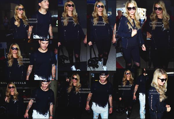 ------- 18/06/18:  Miss Paris Hilton  photographiée arrivant à l'aéroport de LAX avec Chris dans la journée - Los Angeles. J'aime  assez cette tenue assez simple. Je lui accorde un gros top. J'aime aussi beaucoup ses cheveux. Elle est merveilleuse de partout. -------