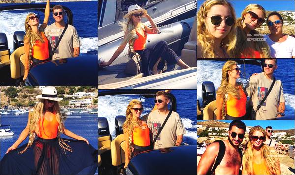 ------- 10/07/18: Paris Hilton photographiée  sur les plages de Mykonos dont elle est en vacance avec son fiancé Chris.  (+) Quelques photos d'elle sur partagés sur les réseaux sociaux de cette journée. Top ses cheveux. J'adore beaucoup son maillot orange.   -------