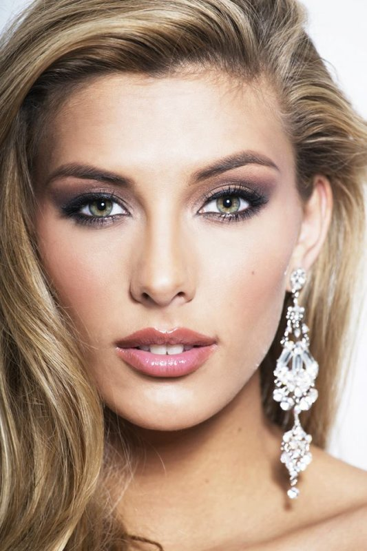 Camille Cerf - Photos officielles Miss Univers