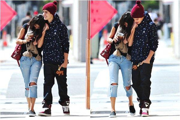 Always & Forever Always & Forever Le 05 Avril 2012 : Selena Gomez & Justin Bieber ont été aperçue dans les rues de Los Angeles pour se rendre au Panera Bread.   Je trouve la tenue de Selena vraiment sublime, elle est vraiment superbe,enfin comme d'habitude. Quand a Justin à vous de juger.    Always & Forever