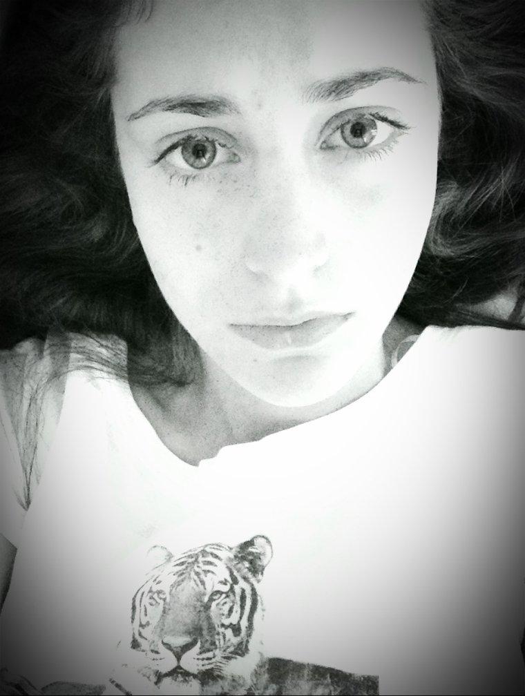 """"""" La vie est un sommeil , l'amour en ai le rêve , et vous aurez vécu , si vous avez aimé. """""""
