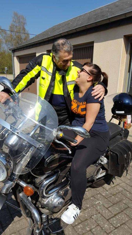STELLIO mon arriere petit fils KIMBERLEY ma petite fille avec son papy veut allez rouler en moto  MAYA qui grandit aussi