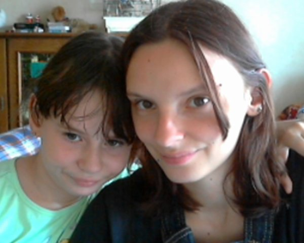 moi et ma soeur que j aime beaucoup :-)