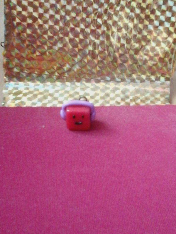 personnage cube avec son casque