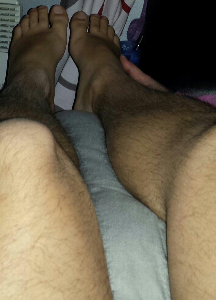 Ma femme caresse mes pieds
