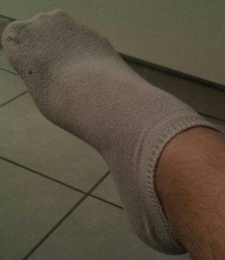Mes pieds en sockettes. Moins glamour pour le coup j'avoue lol