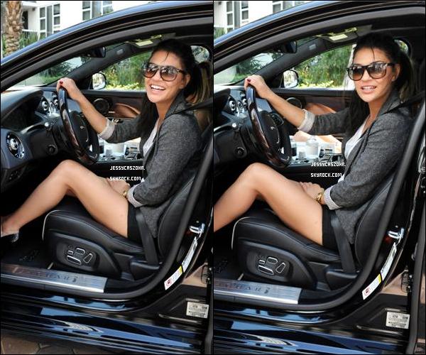 """.26/03/2011 - Jessica toute belle était aux  """" Miami Jaguar XJ Driving Experience """" où elle a pu essayer des voitures. ."""