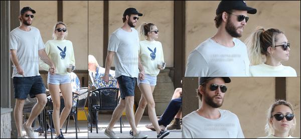 02.09.2017 : Liam était de sortie avec sa chérie Miley Cyrus à  Malibu  - ils sont tellement mignons tous les deux !