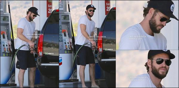 05.09.2017 : Liam Hemsworth a été vu faisant le plein de sa voiture dans une station essence à   Malibu
