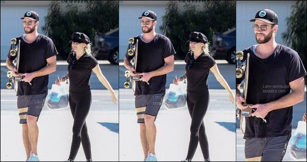 28.10.2017 : Liam Hemsworth  était avec sa chérie Miley Cyrus étaient dans la ville de   Tybee Island  en Géorgie