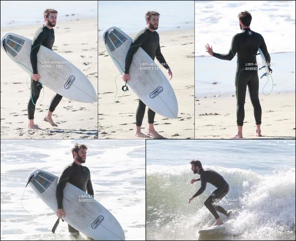12.12.2017 : Liam Hemsworth  comme à son habitude a été surfer sur une plage qui est située à  Los Angeles