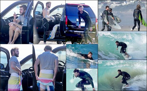 17.12.2017 : Liam Hemsworth  à encore une fois été vu en train de surfer (son sport favori) avec un ami à  Malibu