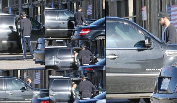11.03.2018 : Liam Hemsworth était de sortie à Malibu avec sa fiancée Miley Cyrus (qui est dans la voiture)