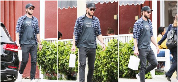 25.05.2018 : Liam Hemsworth, seul s'est rendu faire quelques achats dans la ville de Brentwood