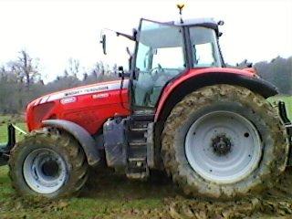 voila le tratceur ke javé pour tiré sur le tracteur enlisé