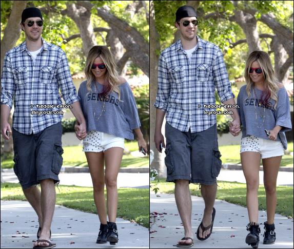 *  5 mai 2012 : Ashley a été vue à Toluca Lake avec Scott. TOP/BOF/FLOP pour sa tenue ? :)    *