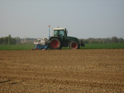 Fendt farmer 410 & semoir a maïs monosem 6 rangs telescopique