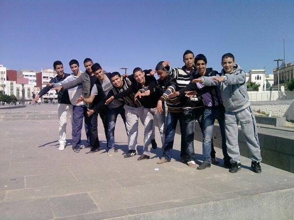Les éléves de la 2éme Bac / science physique 1 in Moulay Ali Chérif )  :p Piice in PARKé hahhaha ^^