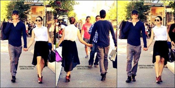 27/08/12 .....    Crystal Reed   est allée avec  Daniel Sharman  faire du shopping encore une fois ! Mais cette fois-ci main dans la main  ! Ils confirment les rumeurs. Ils sont bien en couple ! SO CUTE !   Niveau tenue la belle Crystal s'est bien rattrapée ! J'aime tout ! Pour moi, c'est un énooorme TOP. Pour Daniel, un coup de coeur pous ses chaussures qui me rappellent Ian Somerhalder. & vous ?  .