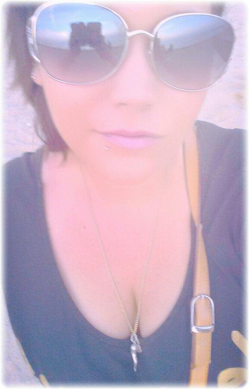 J'suis Prète A Vendre Mon Ame Au Diable A Prendre Un Ticket Pour L'enfer J'attendrai Pas D'avoir Echoué J'préfere Tout Foutre En L'air Maintenant, 6 Pieds Sous Terre Ce Sera Trop Tard J'Veux Tout De Suite Tout De Suite,Orientée Dans La Mauvaise Voie Entre Le Diable Et Un Bout De Shit !