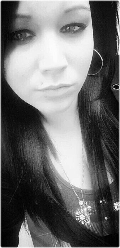 Pcq Les Plaies Ca Forgent Le Moral,Pcq J'ai Tjr Mal,J'ai Tjr Eu Besoin De Courage,Pcq J'ai Tellement De Chose A Prouver,Pcq Si J'était Armée DINNNGUE J'étais En Train De Me Trouver,Et Pcq La Vie Me Donne La Chance D'écrire Ma Vie