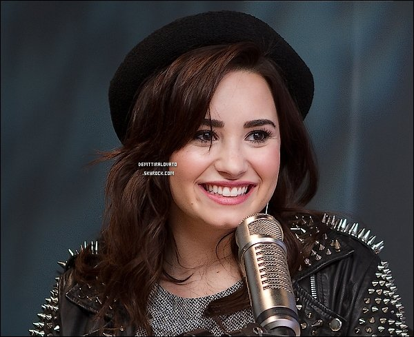 .                 26 Févier Demi était à la rideo On Air with Ryan Seacrest pour parler de nouveau single Heart Attack.                                                        .