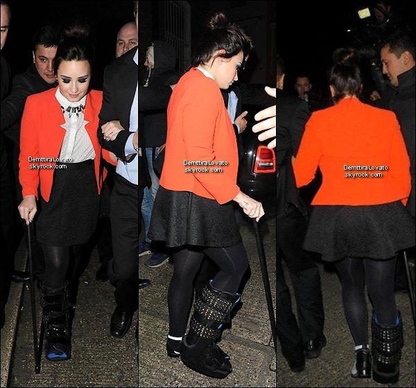 .                       20 Février Demi avec sa canne était à l'After Party aux Brit Awards qui c'est passer à Londres.                  Demi n'était pas à la cérémonie des Brit Awards, mais elle et aller l'After Party qui à eu lieu après la cérémonie.                                 .