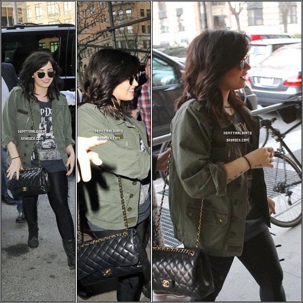 .              10 Avril Demi arrivant au studio de la radio Z100 + Plus-tard quittant les studio.                                                 .