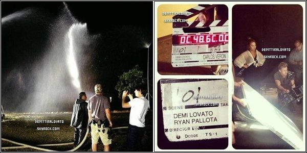 """.     2 mai Demi à tournée sont nouveau clip de """"Made In USA"""" le 2ème single ! Dans le desert de la Californie.               Demi .Lovato à passer sa journée sur le tournge de sont nouveau single, nomé """"Made In USA"""" de sont nouvel et 4ème album intitulé """"DEMI"""". Une partie du clip à était tournée dans une fête foraine appeler """"Canilval"""", qui est instaler dans le desert dans le sud de la Californie et dans une maison style """"Vctorienne"""" typique style américianes (merci à http://carrie-bradshaw.skyrock.com/ pour cette info). Sur les photos on voie,  que Demi est redevenue blonde (ce n'est pas une péruque).                                                     ."""