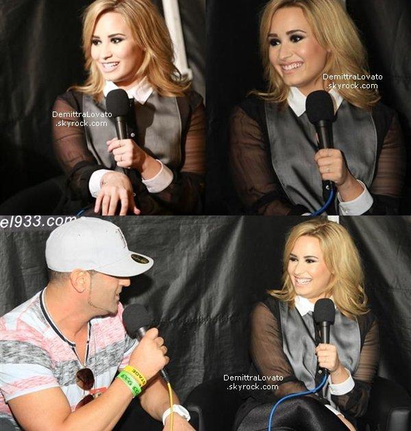 8 Mai Demi est aller sur le plateau de «The Ellen DeGeneres Show» !     Dans cette interview elles sont parlées, de ses différentes couleurs de cheveux, et aussi de l'oreiller qu'elle à pour chaques voyages.