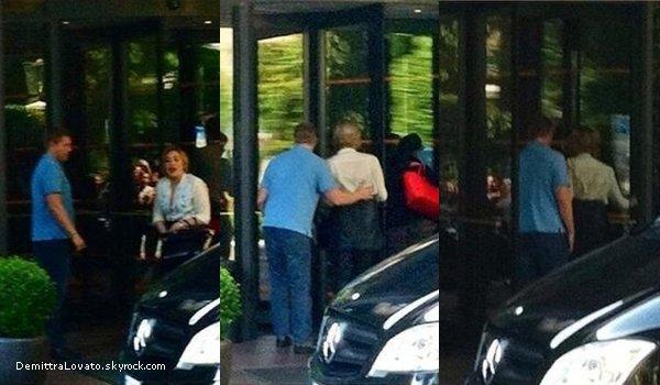 4 Juin Demi et devant son Hôtel. Après Demi et Marissa se baladai dans les rue de Milan, Italie.