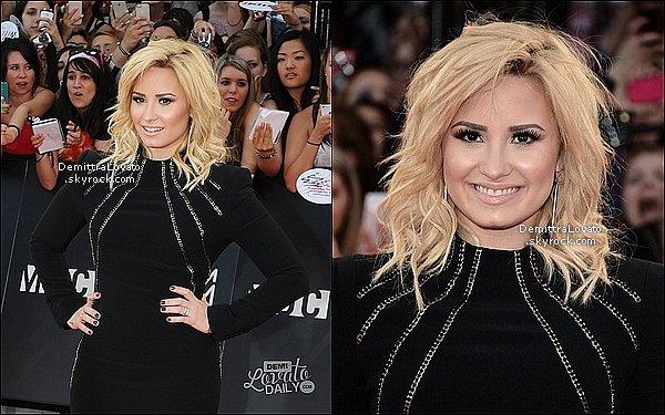 16 Juin Demi.Lovato  était présente aux MuchMusic Video Awards 2013 !    Demi à reçue le prix de vidéo de l'année pour «Heart Attack» !