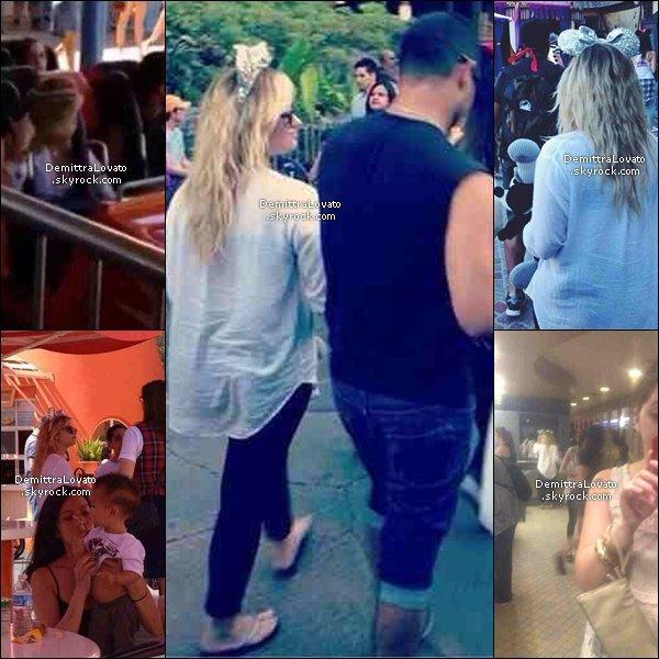 25 Août Le couple Wemi (Wilmer & Demi) et des amies, était dans le parc de Disney Land en Californie. La belle Demi porté d'adorable s'oreilles pailleté, et elle porté une peluche Mickey dans les bras. Et après elle vue à la pause déjeuné. Sa meilleur amie Marissa Callahan à poster deux photos sur sont compte twitter.