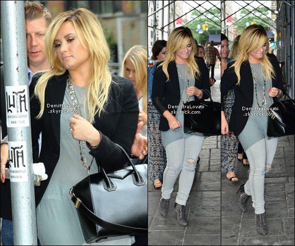 """3 Septembre en cette belle journée Demi arriver visité et puis quitter les studios """"Fox & Friends"""" à New York."""