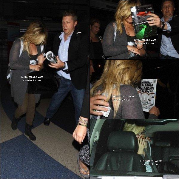 3 septembre après sont passage à New York, Demi à était vue arrivant très tard dans la nuit à LAX.